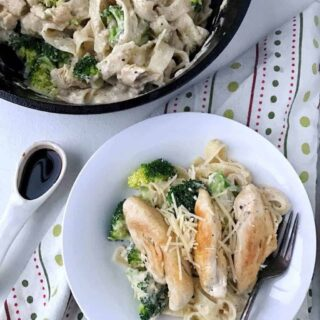 This Fettuccini Alfredo Recipe is a skinny version that is low fat. Made with chicken and broccoli it is a delicious way to get more vegetable into your family. This dinner casserole is low in fat and lower in sodium due to the secret ingredient. Click to find out what it is! Watch how simple this Italian dish is to make in the how to recipe video. The recipe can be made with beef, shrimp, or pork for a different spin. The perfect Valentine's Day meal to treat your family. Via https://createkidsclub.com