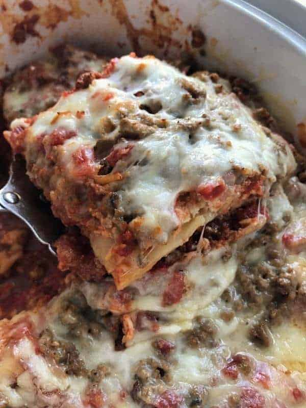 Healthy crockpot recipes can taste great too. This slow cooker dinner recipe is simple to make. Crock pot lasagna is the perfect healthy dinner idea for a busy weeknight recipe. It can be made the night before, put in the fridge, then cooked all day. A healthy recipe for dinner that even picky eaters will love.