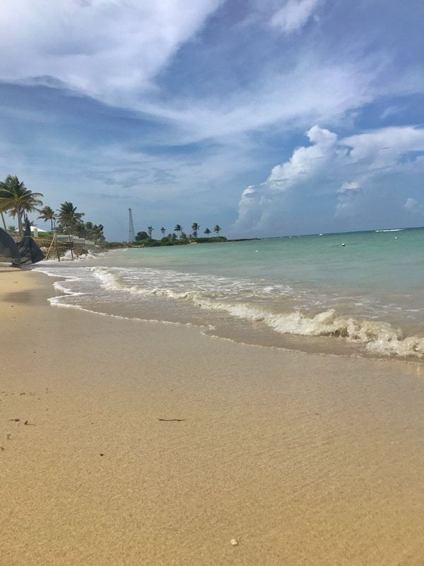 all inclusive resorts in montego bay jamaica showing the beach at Hilton Rose Hall Jamaica
