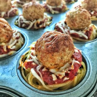 School lunch ideas: Spaghetti & Meatball Cups are the perfect lunchbox idea. With spaghetti and marinara sauce along with meatballs, they are a kid favorite for lunch time or make a great dinner idea for kids are well. These spaghetti cups freeze great so make them ahead of time and reheat for School lunch.
