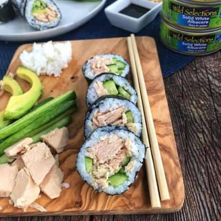 tuna sushi rolls with veggies