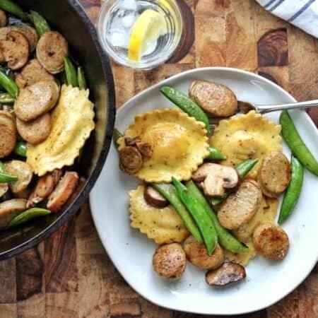 ravioli with peas and mushrooms