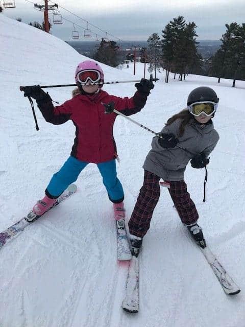2 girls skiing