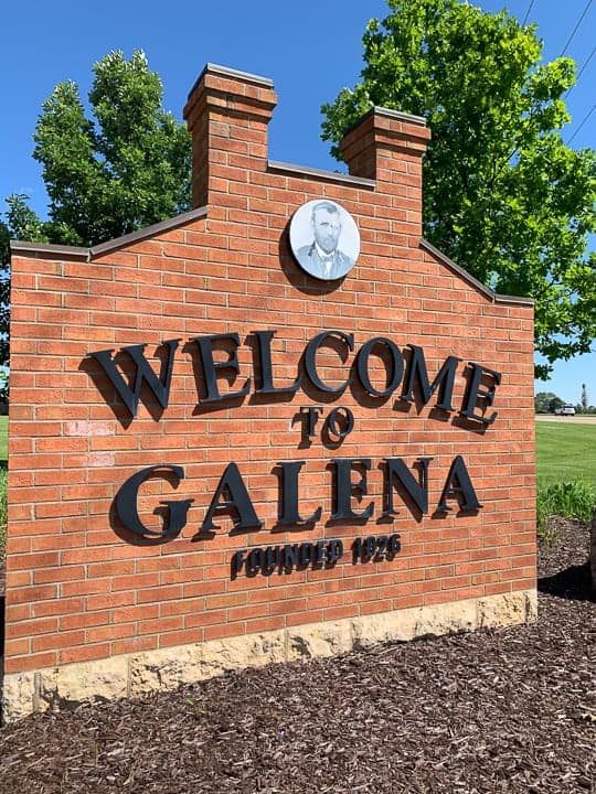 things to do in galena il the welcome to galena sign