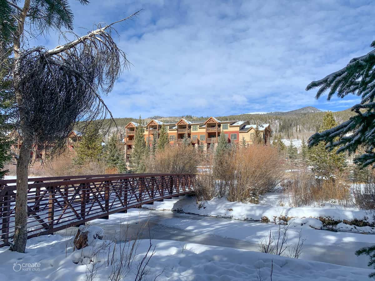 outdoor view at hidden river lodge keystone