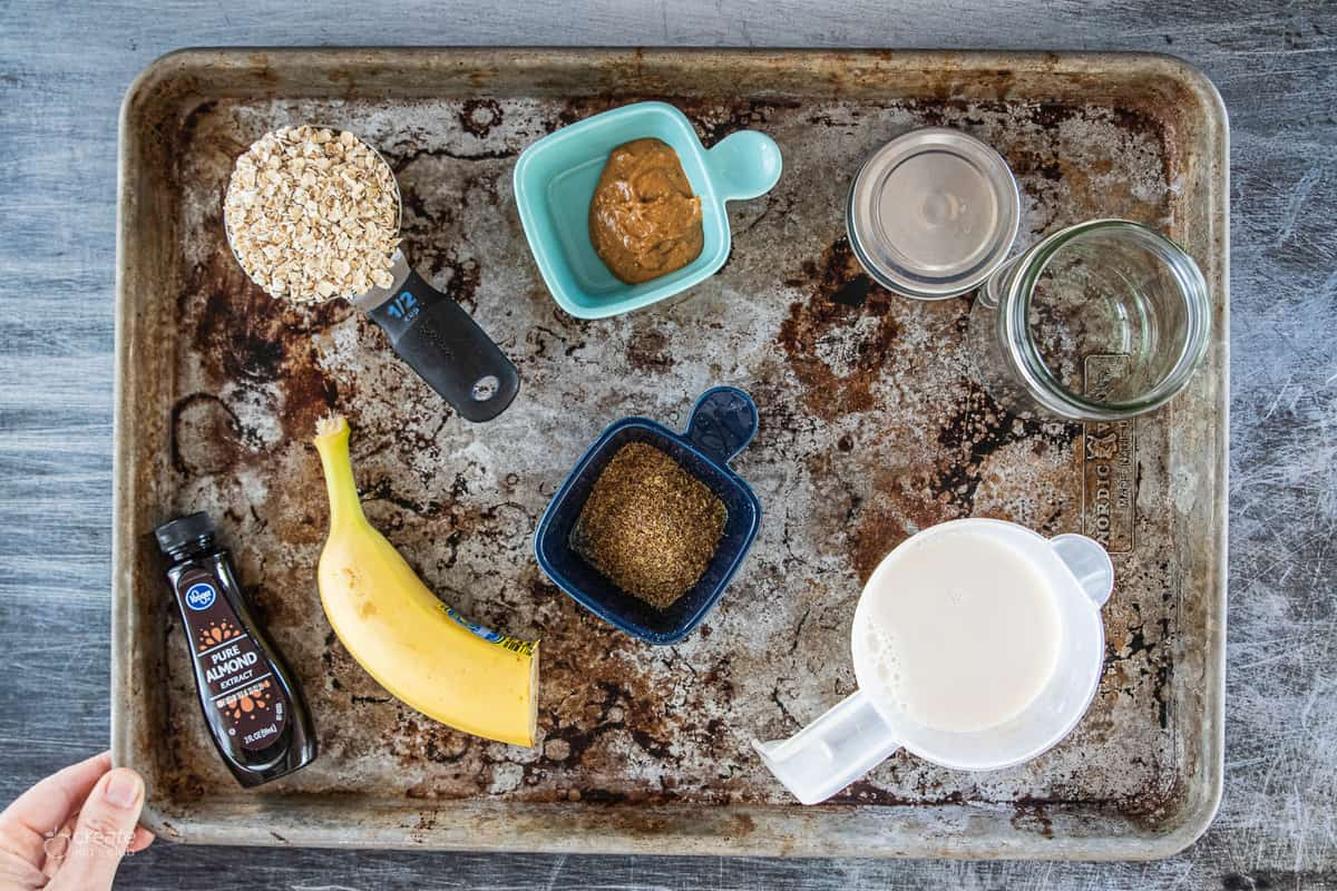 ingredients for banana overnight oats