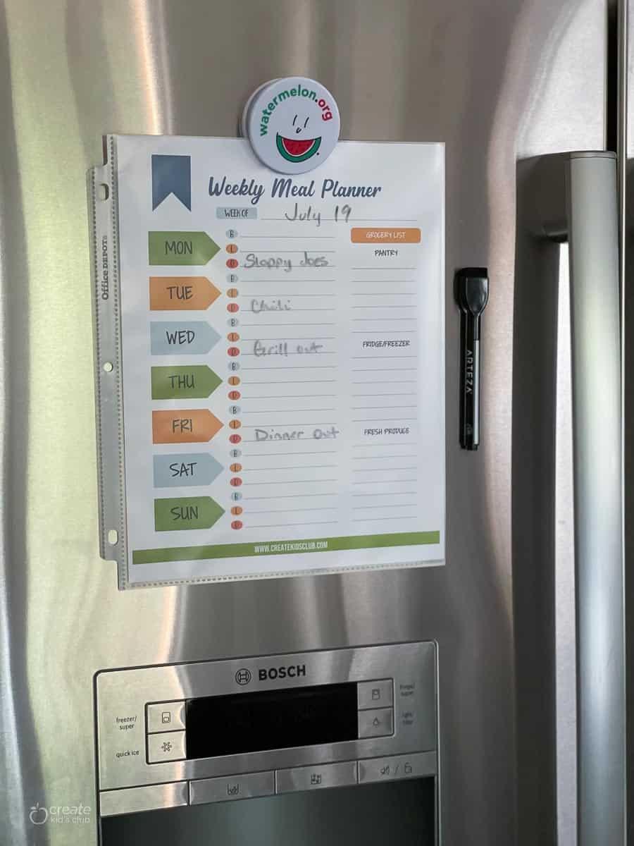 weekly meal planner on fridge